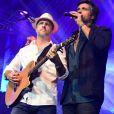 Leo, irmão e dupla de Victor Chaves, anunciou que o cantor estava solteiro durante um showno teatro Tom Brasil, em São Paulo, na noite de domingo, 13 de agosto de 2017