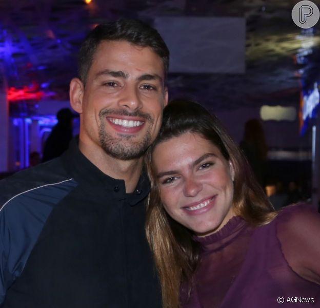 Cauã Reymond e a namorada, Mariana Goldfarb, foram um dos casais que conferiram a pré-estreia do filme 'Bingo - O Rei das Manhãs', na noite desta terça-feira, 22 de agosto de 2017