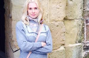 Letícia Spiller viaja de férias para a Europa após fim de 'Joia Rara'