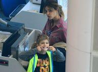 Filho de Fernanda Lima, Francisco faz careta para fotógrafo em aeroporto. Fotos!