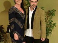 Graciele Lacerda, de look curto, exibe perna sarada em festa com Zezé Di Camargo