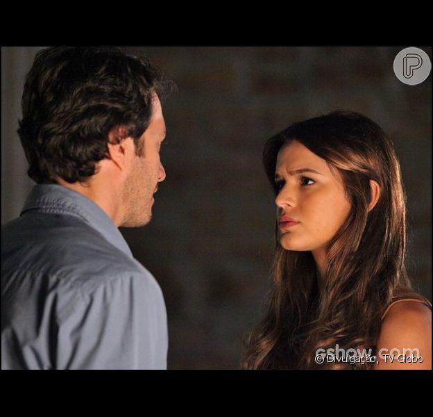 Luiza (Bruna Marquezine) e Larte (Gabriel Braga Nunes) ficarão a sós outra vez na novela 'Em Família' e clima vai esquentar