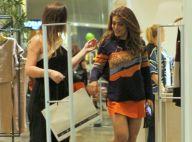 Juliana Paes, de minissaia e moletom, exibe cabelo mais claro em shopping. Fotos
