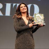 Dira Paes é homenageada com troféu Oscarito no Festival de Gramado: 'Emoção'
