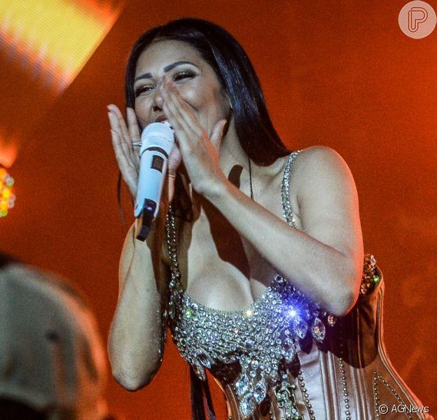 Dupla de Simone, Simaria faz sucesso com looks sexy na rede social: 'Gosto bastante de ser sensual'