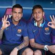 Neymar e Daniel Alves atuaram juntos pelo Barcelona