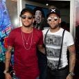 Neymar foi filmado cantando pagode com Daniel Alves