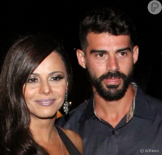 Viviane Araujo e o jogador de futebol Radamés se separaram após 10 anos. A informação foi confirmada ao Purepeople pela assessoria de imprensa da atriz nesta segunda-feira, 28 de agosto de 2017: 'De comum acordo'