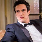 Mateus Solano dá copos recicláveis para elenco de novela: 'Temos que mudar'