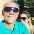 Marcelo Rezende reclamou da solidão após a namorada, Luciana Lacerda, viajar para os Estados Unidos