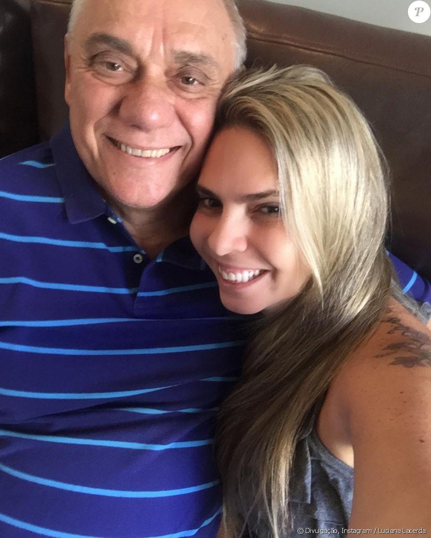 Namorada de Marcelo Rezende, Luciana Lacerda está nos Estados Unidos para comprar medicamentos para o jornalista, que está em tratamento contra o câncer