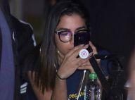 Anitta, de óculos de grau, curte evento do namorado, Thiago Magalhães, no Rio