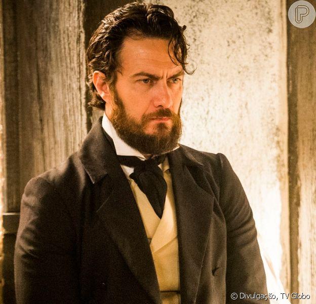 No final da novela 'Novo Mundo', Thomas (Gabriel Braga Nunes) é assassinado por Fred Sem Alma (Leopoldo Pacheco) em um navio