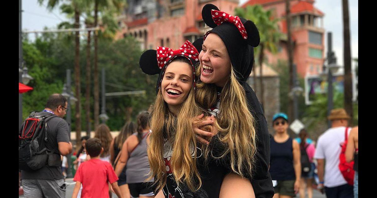 82bb07964fbcf Larissa Manoela curtiu viagem à Disney com a família