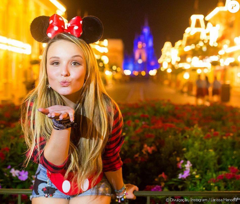 362ce5ff12b5d Larissa Manoela aposta em looks do Mickey e Minnie. Fotos! - Purepeople
