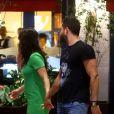 Malvino Salvador passeia com a filha e a namorada ,Kiyra Gracie, no Shopping Village Mall, na Barra da Tijuca, Zona Oeste do Rio de Janeiro, nesta terça-feira (22)