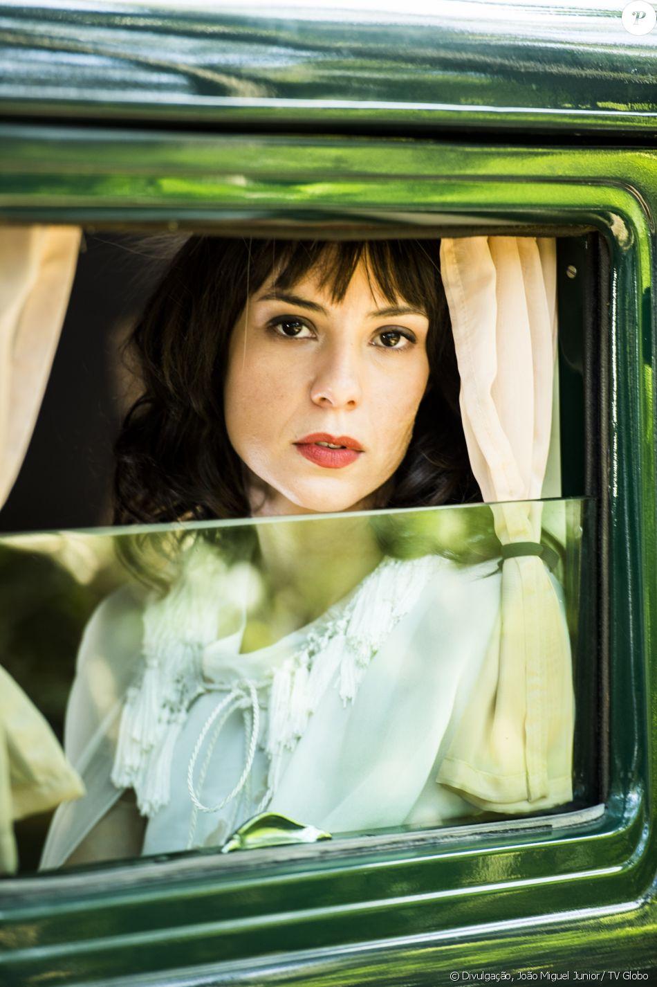 Andreia Horta vive Lucinda, antagonista complexada, na novela 'Tempo de Amar', que estreia em 26 de setembro de 2017