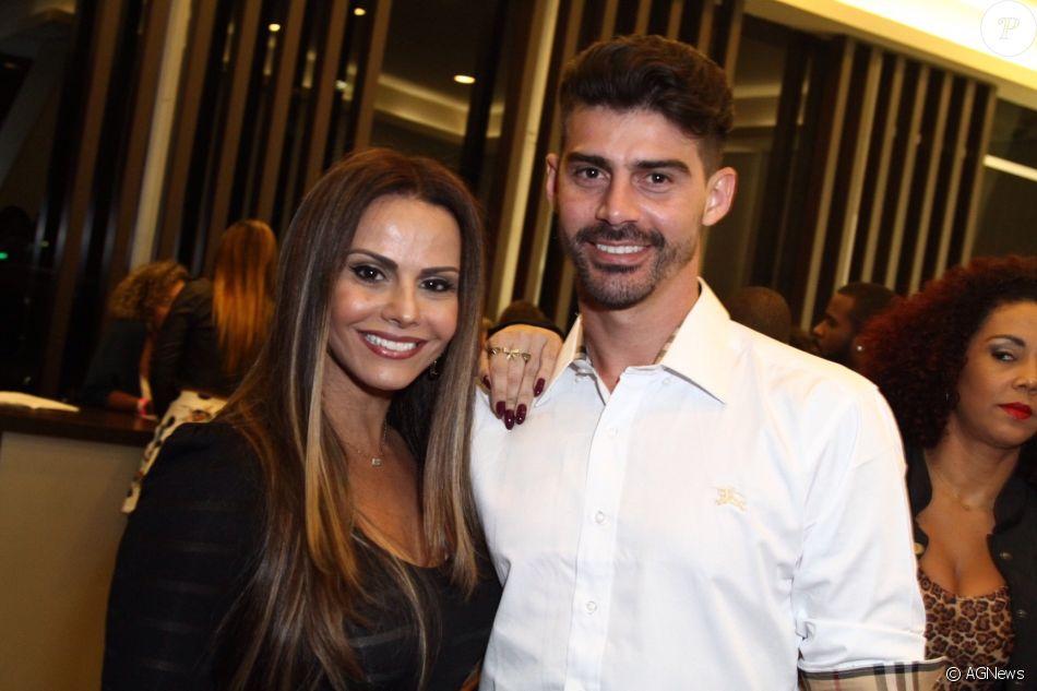 Viviane Araujo e Radamés Martins terminaram noivado pelo telefone
