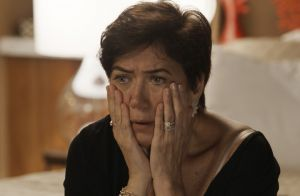 'A Força do Querer': Silvana não paga dívida e agiota armado tira TV de sua casa