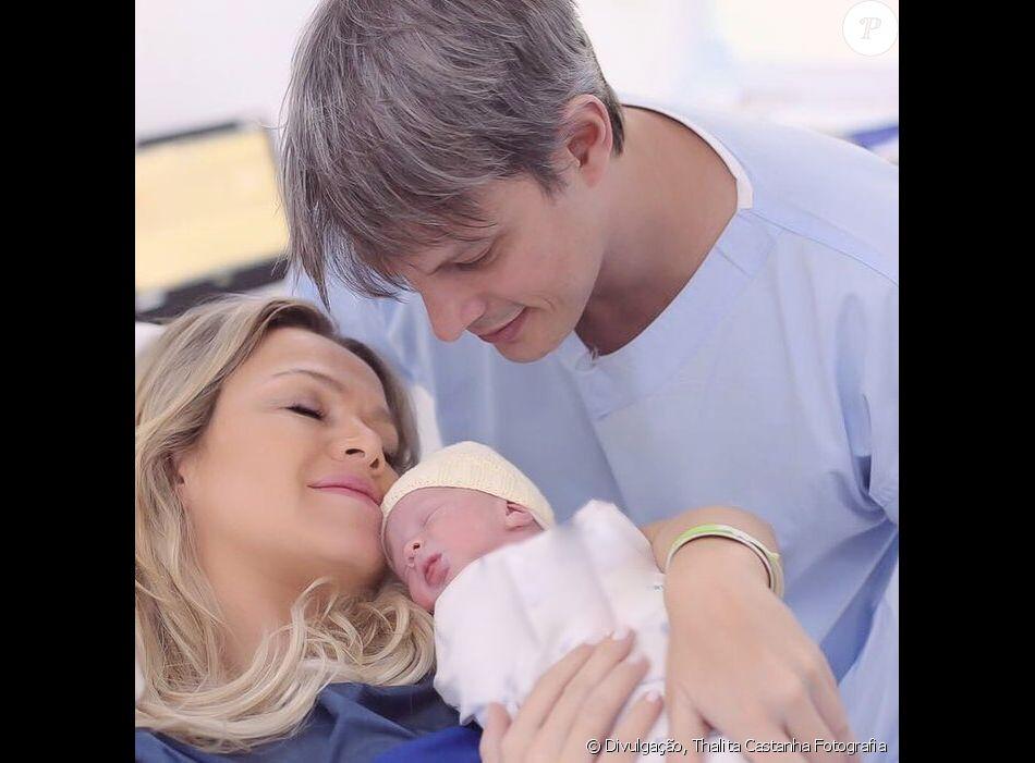 Eliana e o noivo, Adriano Ricco, decidiram mostrar o rosto da filha, Manuela