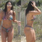 Viviane Araujo mostra corpo definido e bebe cerveja em praia do Rio. Fotos!