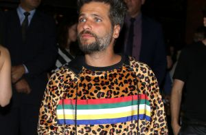 Bruno Gagliasso ousa no look e aposta em casaco de oncinha ao lançar restaurante