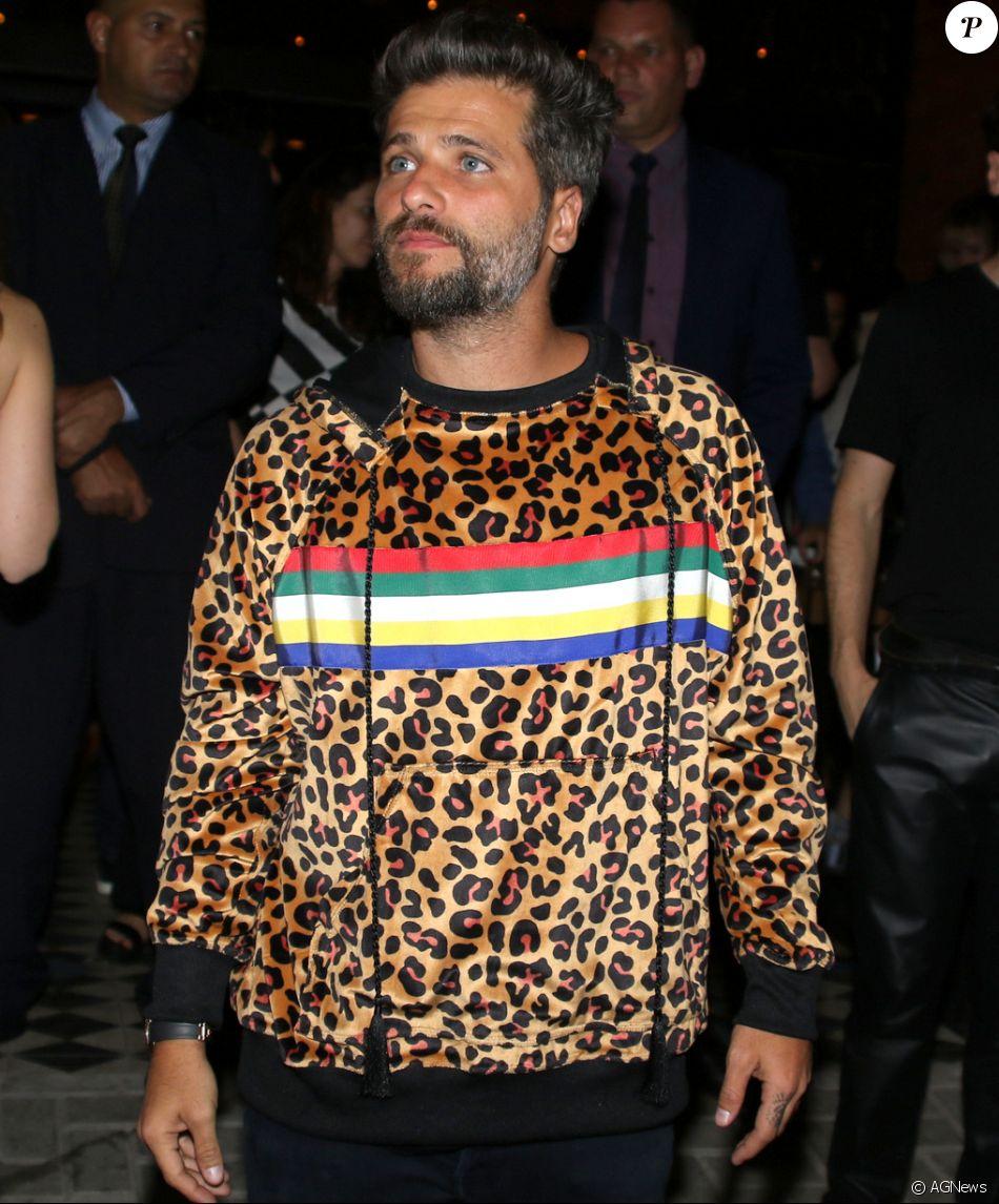 Bruno Gagliasso usa no look e aposta em casaco de oncinha ao lançar restaurante