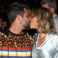 Bruno Gagliasso trocou beijos com a mulher, Giovanna Ewbank, no evento