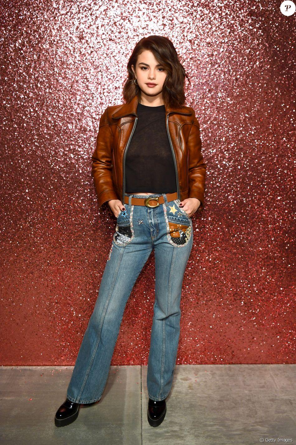 c5b43626b Selena Gomez elegeu calça jeans
