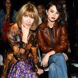 Selena Gomez sentou ao lado de Anna Wintour, editora-chefe da revista 'Vogue' americana, no desfile da Coach na New York Fashion Week, nesta terça-feira, 12 de setembro de 2017