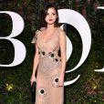 Selena Gomez usou um delicado vestido  Rodarte em jantar de gala realizado na  New York Fashion Week, em 9 setembro de 2017