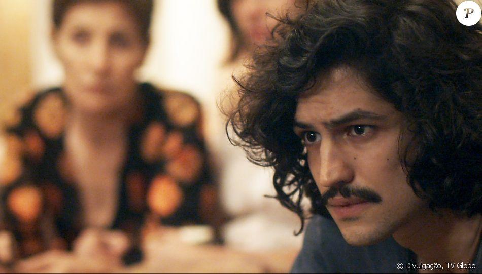 Gustavo (Gabriel Leone) será preso como suspeito de ter matado Arnaldo (Antonio Calloni) em 'Os Dias Eram Assim'