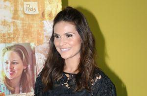Aline Barros prestigia pré-estreia do filme 'Em Defesa de Cristo'. Veja fotos!