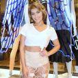 Isabella Santoni optou por scarpins nude para prestigiar a inauguração da nova loja da Colcci, no Barra Shopping, Zona Oeste do Rio de Janeiro, nesta quarta-feira, 13 de setembro de 2017
