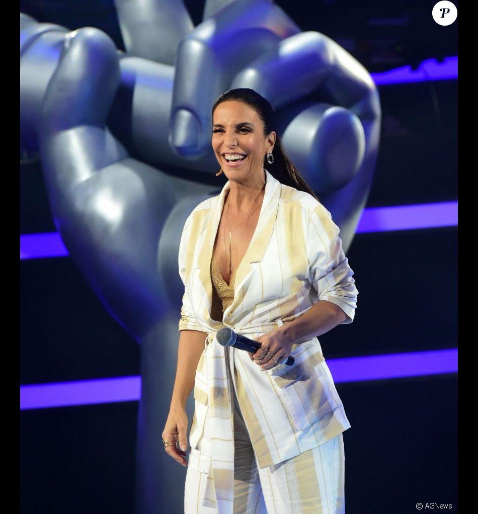 Ivete Sangalo, grávida de gêmeas, vai comandar o réveillon em Salvador, de acordo com sua assessoria de imprensa