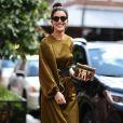 Para o desfile da Tibi na New York Fashion Week, no dia 9 de setembro, Camila Coelho apostou em um elegante vestido de seda da marca