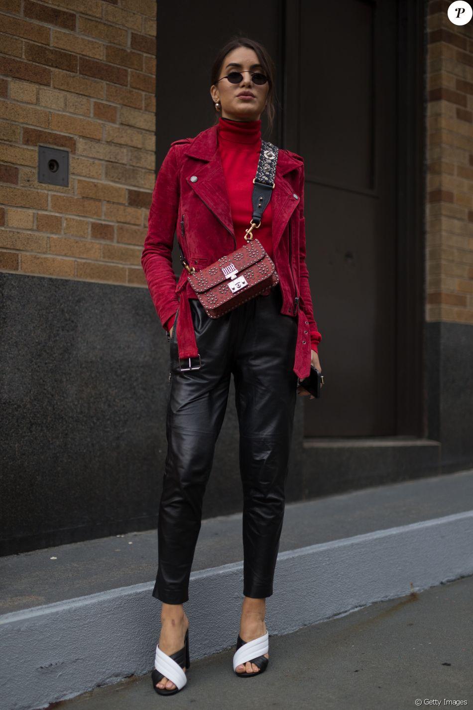 9244bd1ae8563 A it-girl Camila Coelho optou por um look Philip Lim com jaqueta vermelha  Blank, bolsa Dior e mule Paula Torres para o desfile da grife Marchesa na  New York ...