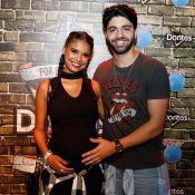Grávida de 8 meses, Aline Dias curte Rock in Rio com namorado: '1º do bebê'