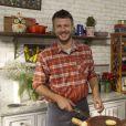 Rodrigo Hilbert apresenta o programa de culinária 'Tempero de Família'