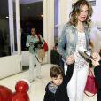 Luciana Gimenez vai à festa da filha de Daniella Albuquerque, da Rede TV