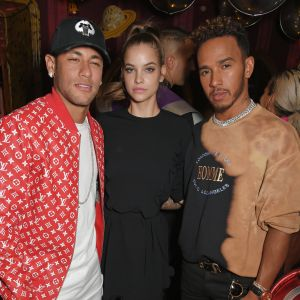Barbara Palvin. Foto do site da Pure People que mostra Neymar, Barbara Palvin e Lewis Hamilton vão a festa juntos: 'Amigos loucos'