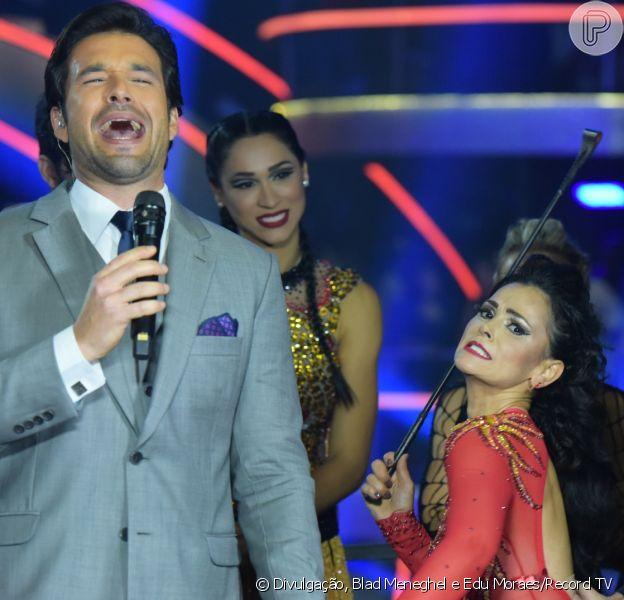 Suzana Alves reviveu a Tiazinha, sua personagem na década de 90, ao usar um chicote no 'Dancing Brasil'