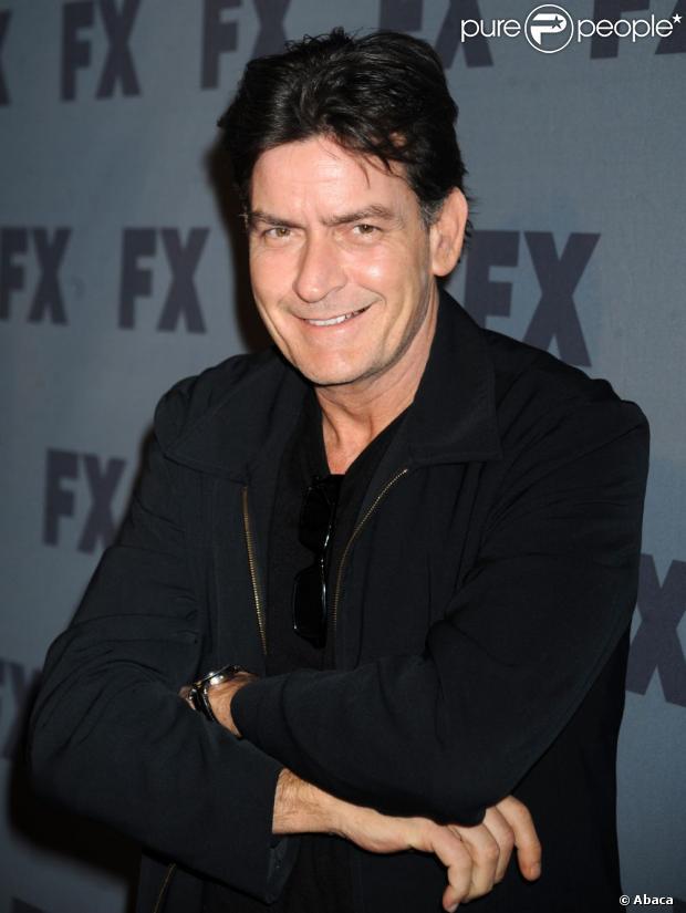 Charlie Sheen canta 'Águas de Março' para seu novo filme; a canção foi divulgada em janeiro de 2013