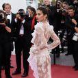 Sara Sampaio causou no Festival de Cannes ao surgir com look transparente e fio-dental, em maio de 2017