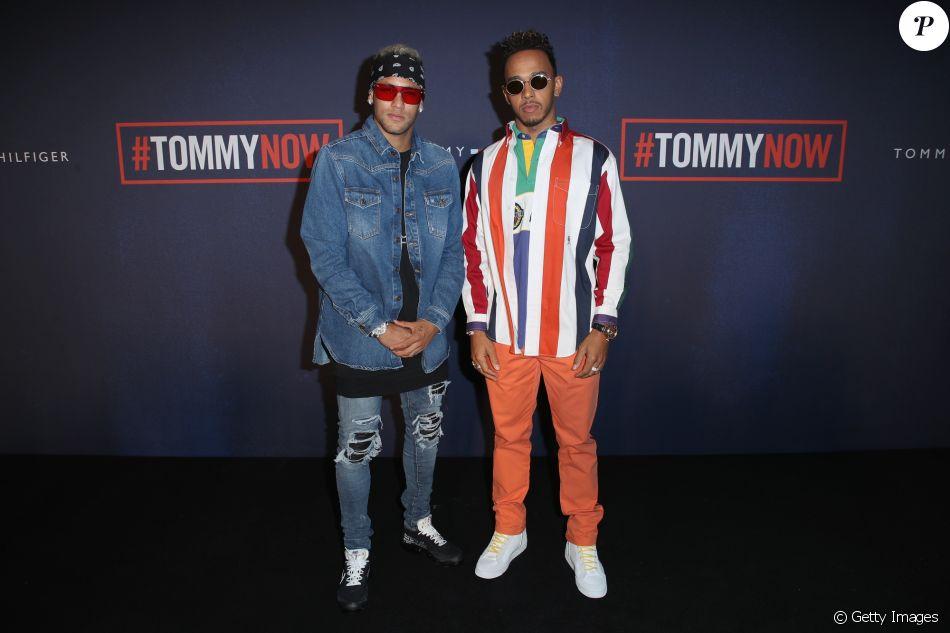 Neymar este acompanhado de Lewis Hamilton em desfile daTommy Hilfiger. Dupla apostou em looks estilosos para evento de moda