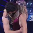 Lucas Veloso deu um beijo na bailarina Nathália Melo no 'Dança dos Famosos'