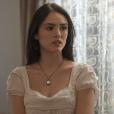 Anna (Isabelle Drummond) tem a ideia de disfarçar Jacira (Giullia Buscacio) para que ela engane Sebastião (Roberto Cordovani) e compre Idalina (Dhu Moraes), na novela 'Novo Mundo'