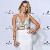 Giovanna Ewbank usa blusa frente única de Swarovski em evento da marca na Itália