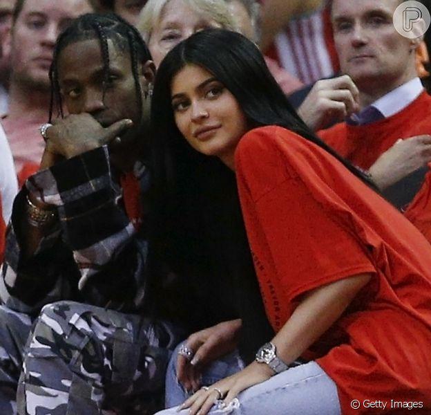 Site americano indicou que socialite Kylie Jenner espera uma filha do namorado, Travis Scott