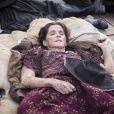 Elvira (Ingrid Guimarães) deu sonífero a todos no navio e também caiu no sono por um longo período em que teve devaneios, na novela 'Novo Mundo'